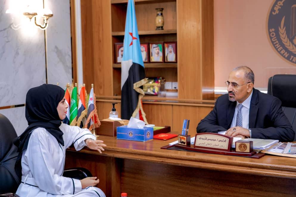 الرئيس القائد عيدروس الزُبيدي يلتقي مديرة مكتب الإعلام بالعاصمة عدن