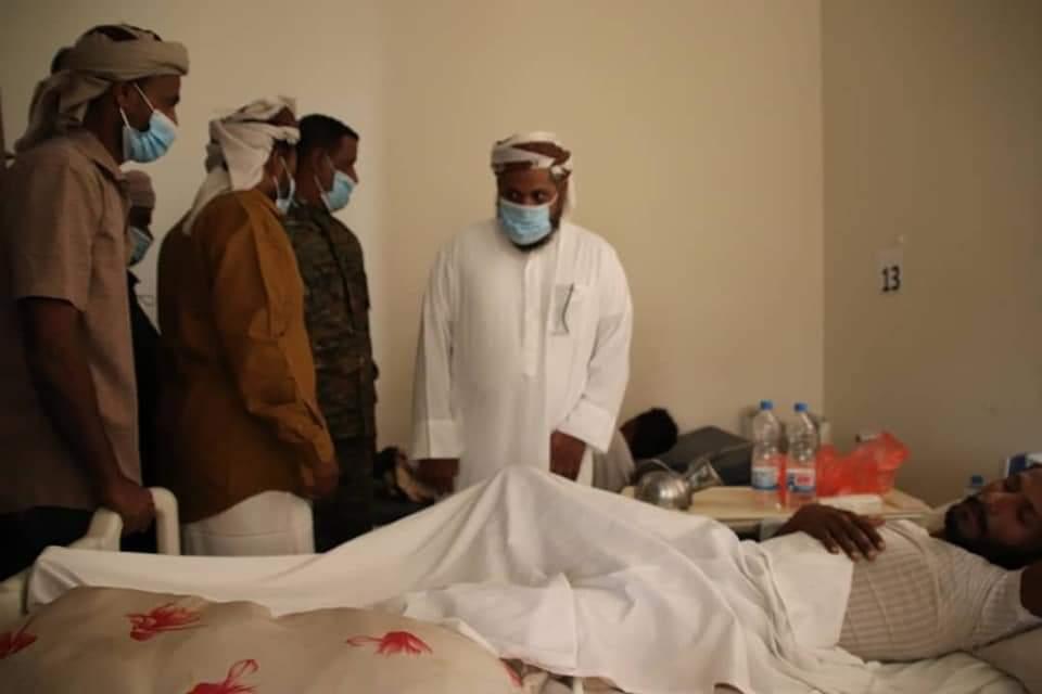 رئيس تنفيذية انتقالي سقطرى يطمئن على أحوال المرضى بمستشفى خليفة بحديبو