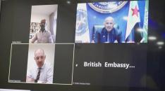 عبر الاتصال المرئي.. الرئيس الزُبيدي يعقد اجتماعاً  مع سفير المملكة المتحدة