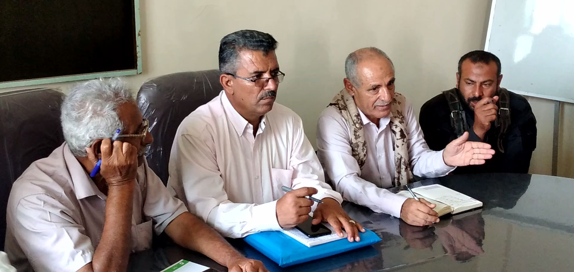 انتقالي الضالع والسلطة المحلية في المحافظة يناقشان سُبل إيصال مياه الشرب إلى مدينة الضالع