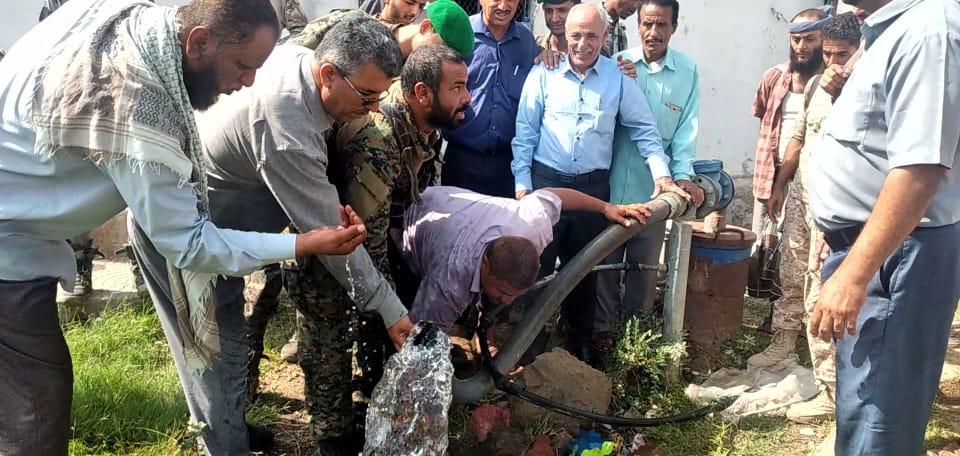 انتقالي الضالع والسلطة المحلية يسلمان مؤسسة المياه عدداً من محطات آبار المياه المغذية لإحياء المدينة
