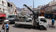 انتقالي صيرة والسلطة المحلية يباشران حصر ورفع المركبات المتضررة من أحداث كريتر