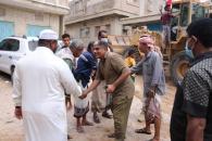 انتقالي حضرموت يبادر لرفع مخلفات الأمطار والسيول من شوارع المكلا