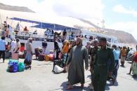 رئيس انتقالي سقطرى يستقبل أول رحلة تجارية بحرية قادمة من حضرموت