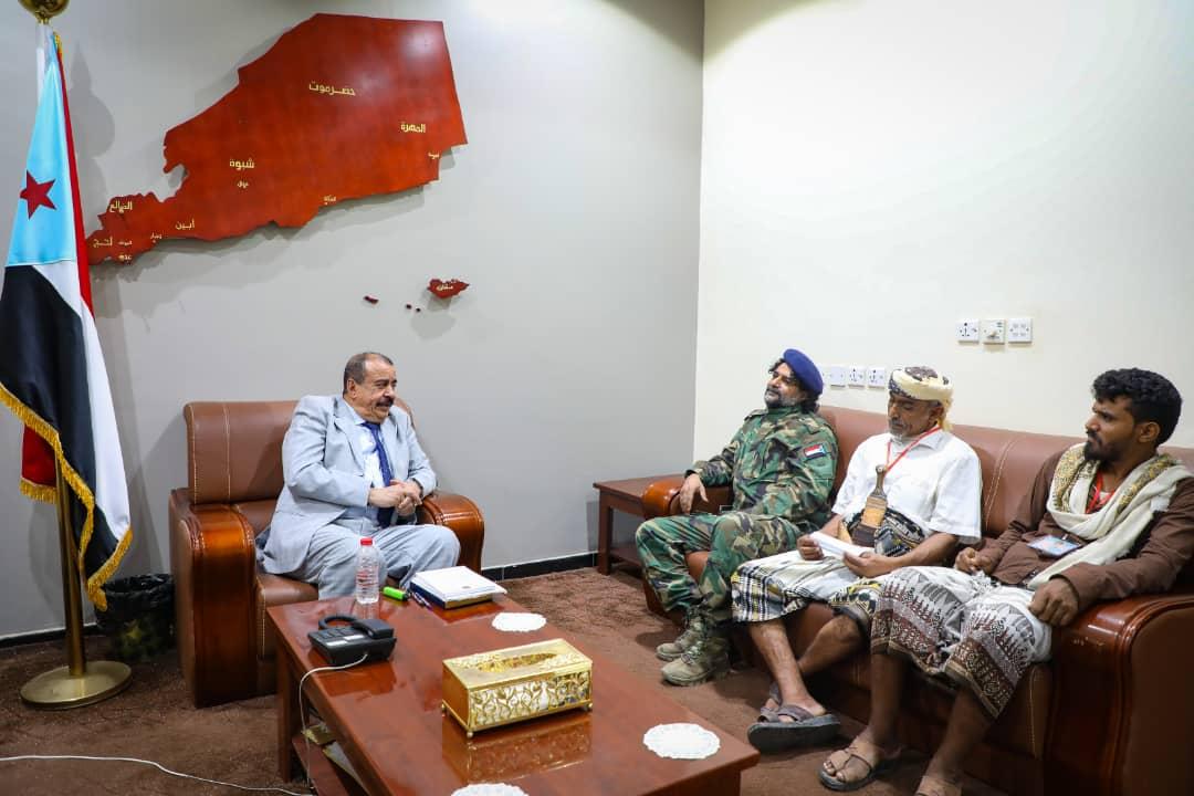 اللواء بن بريك يلتقي عددا من مشائخ وشخصيات وأعيان حدق يافع بمديرية سباح