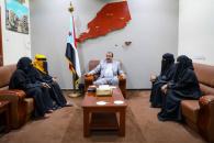 اللواء بن بريك يطلع على نتائج الزيارات الميدانية للجنة المرأة والطفل إلى وادي حضرموت