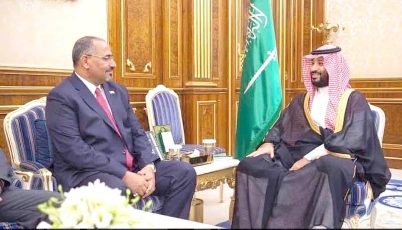 """الرئيس الزُبيدي في حوار مع صحيفة """"عكاظ"""" السعودية: علاقتنا بالتحالف استراتيجية ومصيرية و""""اتفاق الرياض"""" الأرضية الصلبة في مواجهة الحوثيين ولم نعرقل استكمال تنفيذه"""